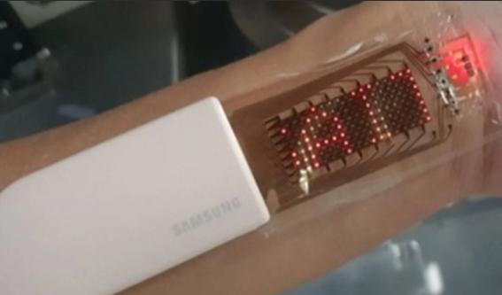三星研究团队在心率监测器上展示了可拉伸的OLED显示屏