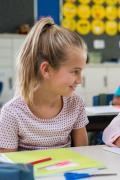 学校可以在帮助儿童更加包容他人方面发挥关键作用